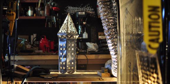 Lattice-cap-onbench-stainlesspeacepolessculptorjoelselmeier-8436