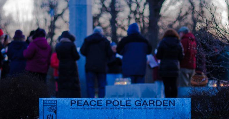 PeacePoleNewYearVigil-sculptorjoelselmeier-4718-fb2