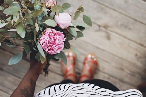 bouquet-rose-leaf-wooden-ants